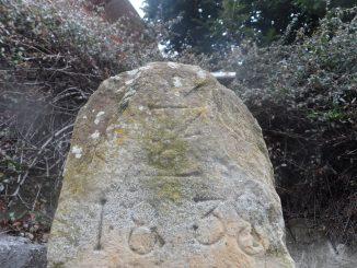 Grenzstein mit Jahreszahl 1838