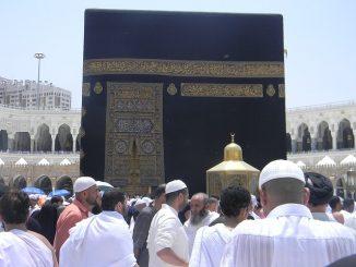 Ansammlung von arabischen Männern