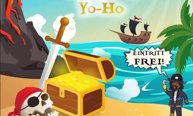 Seeräuberplakat mit Totenschädel, Schatzkiste; Strandpalme und Piratenschiff auf dem Meer im Hintergrund