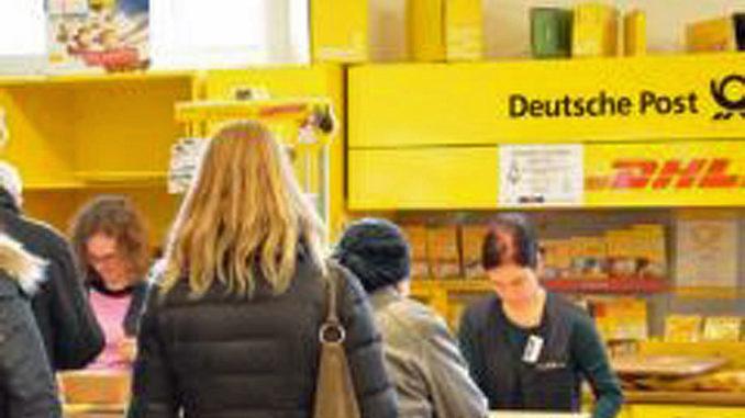 Meist gut besucht:Kundenschlange in der Postfiliale